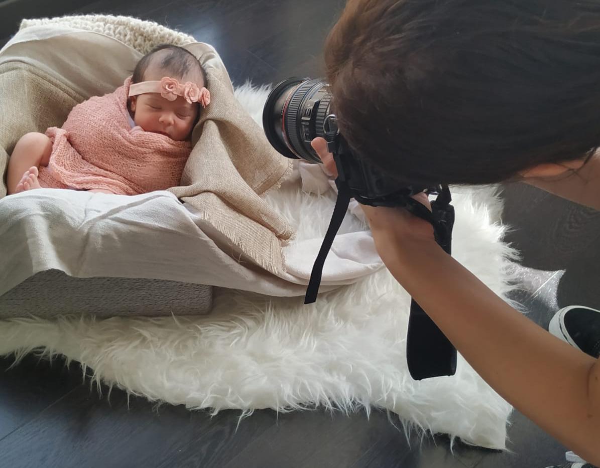 Fotografía profesional para bebés y niños, embarazo y familias. Fotografía editorial, moda, books. Fotografía corporativa. Fotografía para marcas, actores y artistas en Barcelona y Lleida. Sesión de fotos profesional. Sesiones de fotos. Sesiones Fotográficas en Barcelona. Sesiones newborn. Sesiones para bloggers